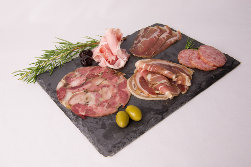assiette-composee-charcuterie